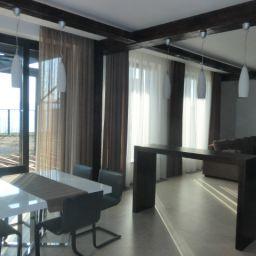 Гостиная совмещенная с кухней в Царевщине. Салон штор Garden rose. Гостиная. Пошив и фото штор в интерьере 2016