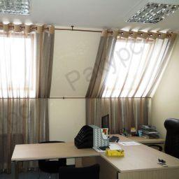 Офис с мансардными окнами. Салон штор Ракурс, студия текстильного дизайна. Кабинет. Пошив и фото штор в интерьере 2016