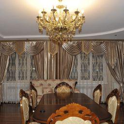 Гостиная в поселке Энем. Салон штор lfedotkina@yandex.ru. Гостиная. Пошив и фото штор в интерьере 2016