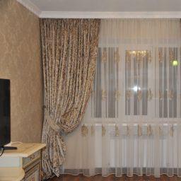 Спальня в доме поселка Энем. Салон штор lfedotkina@yandex.ru. Спальня. Пошив и фото штор в интерьере 2016