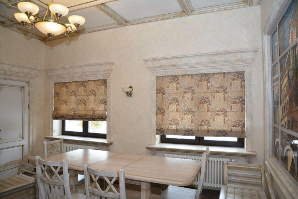 Шторы. Римские шторы в предбанное помещение в доме. Шторуз.ру