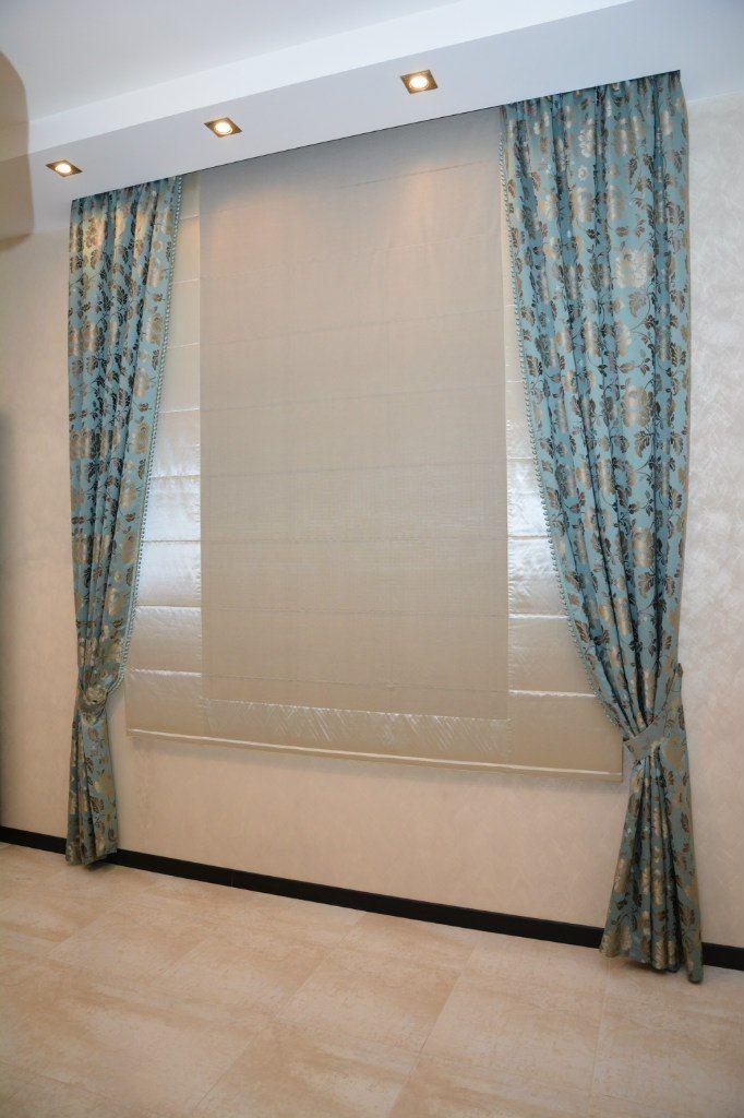 Шторы. Римские шторы в кухню в доме. Шторуз.ру