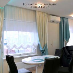 Гостиная на Фермском шоссе. Дизайнер в салоне штор Анастасия Пустовгарова. Гостиная. Пошив и фото штор в интерьере 2016