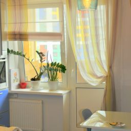 Кухня на Оптиков. Римские шторы на шторной ленте и со складками в ручную в кухню. Современный стиль. Шторуз.ру