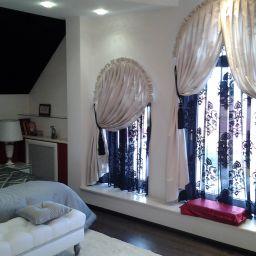 Спальня в доме в поселке Грязь. Дизайнер в салоне штор Екатерина. Спальня. Пошив и фото штор в интерьере 2016