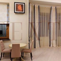 Кухня в квартире на Плотниковом. Римские шторы на шторной ленте и со складками в ручную в кухню. Современный стиль. Шторуз.ру