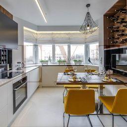 Кухня в квартире на Дубнинской. Римские шторы рулонные шторы в кухню. Современный стиль. Шторуз.ру