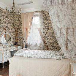 Спальня дочери в КП Бавария. Потолочный карниз в спальню. Шторуз.ру
