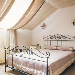 Шторы, подушки, покрывала. Спальня. Шторуз.ру