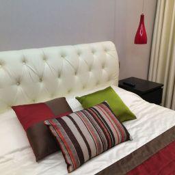 Спальня на Академической. На шторной ленте и со складками в ручную в спальню. Современный стиль. Шторуз.ру