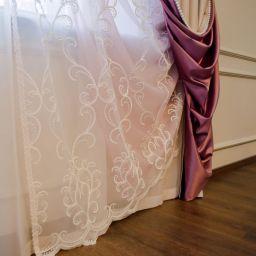 Спальня в живописной Полазне. Салон штор Gard. Спальня. Пошив и фото штор в интерьере 2016