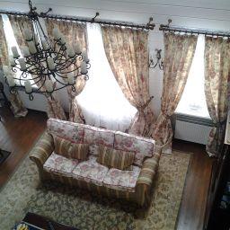 Чехлы на диваны - дом в Рузе. Дизайнер в салоне штор Екатерина. Гостиная. Пошив и фото штор в интерьере 2016