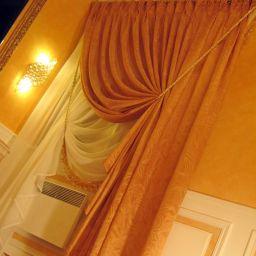 Спальня в коттедже в селе Устюг. Частный дизайнер по шторам Фищук Александра. Пошив и фото штор в интерьере 2016