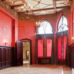 Рыцарский зал . Римские шторы итальянские шторы в гостиную. Классика. Шторуз.ру