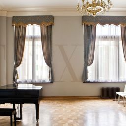 Зал для уроков музыки. Настенный карниз в гостиную. Шторуз.ру