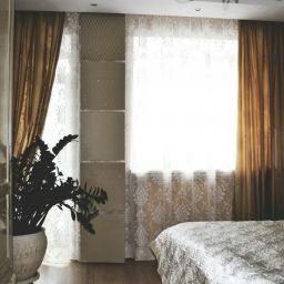 Магия Страз. Частный дизайнер по шторам Дачко Оля. Спальня. Пошив и фото штор в интерьере 2016