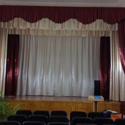 актовый зал в школе с.Канглы. Салон штор ВиВитекс. Пошив и фото штор в интерьере 2016