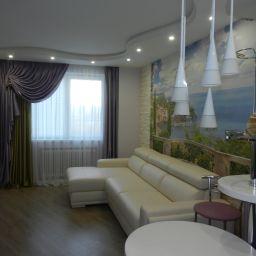 гостиная-кухня на Передовиков. Потолочный карниз в гостиную. Шторуз.ру