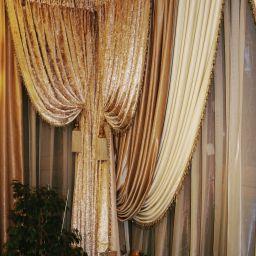 Парашютная. Дизайнер в салоне штор Пустовгарова Анастасия. Гостиная. Пошив и фото штор в интерьере 2016
