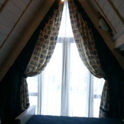 Синее море в треугольных формах. Салон штор L-salon. Пошив и фото штор в интерьере 2016