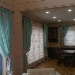 гостинная- столовая в загородном доме. Дизайнер по интерьерам Виктория. Пошив и фото штор в интерьере 2016