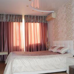 спальня на богатырском пр. Дизайнер в салоне штор Елена. Спальня. Пошив и фото штор в интерьере 2016