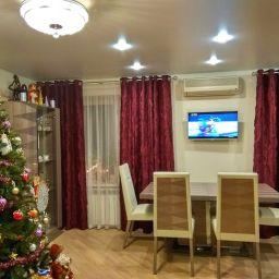 кухня-гостиная на богатырском пр. Дизайнер в салоне штор Елена. Гостиная. Пошив и фото штор в интерьере 2016
