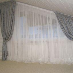 Спальни в срубовом доме Аглос. Дизайнер в салоне штор Шафранова Надежда. Спальня. Пошив и фото штор в интерьере 2016