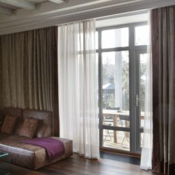 Гостиная в уютном доме в Сареево. Салон штор DECORHOME. Гостиная. Пошив и фото штор в интерьере 2016