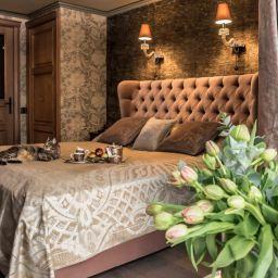 Спальня в двухэтажной квартире на Соколе. Салон штор DECORHOME. Спальня. Пошив и фото штор в интерьере 2016