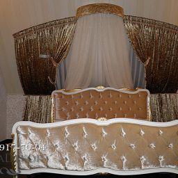 Шторы в загородном доме.Декорирование спальни с арочными окнами.. +7(812) 917-70-04 2015. Шторуз.ру