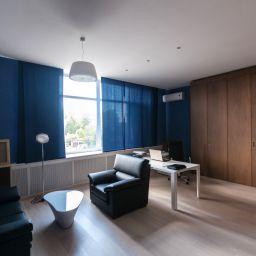 Интерьер в стиле минимализм..  Территория интерьера. Пошив и фото штор в интерьере 2016