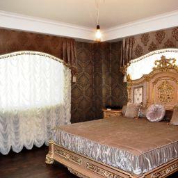 Воплощение желаний. На шторной ленте и со складками в ручную комбинированные шторы в спальню. Классика. Шторуз.ру