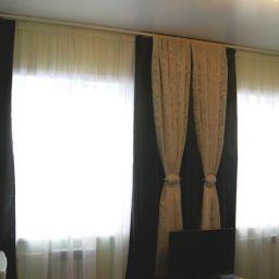 Гостиничный номер. Частный дизайнер по шторам Наталья. Гостиная. Пошив и фото штор в интерьере 2016